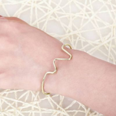 Simple Wave Bracelet Gold