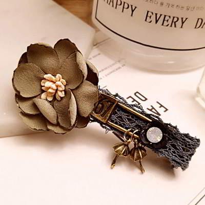 Forever21 flower duckbilled hairpin